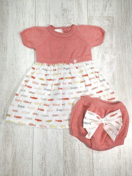 Conjunto de bebé com vestido e tapa-fraldas