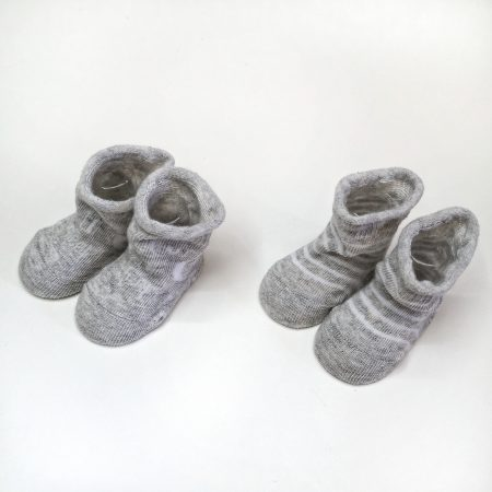 meias recém nascido cinza